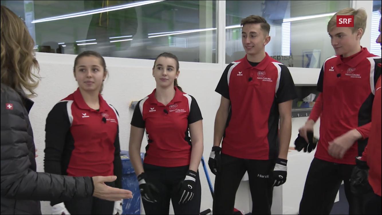 L'équipe des JOJ enseigne le curling à la présentatrice de la RTS (Vidéo)
